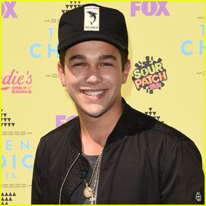 Austin Mahone Plays it Cool at Teen Choice Awards 2015