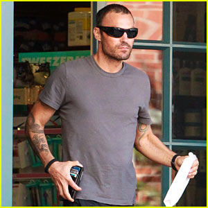 Brian Austin Green Wears Wedding Ring After His Split