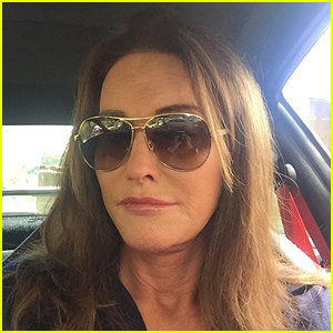 Caitlyn Jenner Posts Her Very First Selfie!