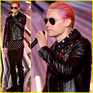Jared Leto Debuts Pink Hair at the MTV VMAs 2015!