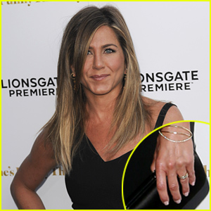 Jennifer Aniston Debuts Wedding Ring, Discusses the Big Day for the ...