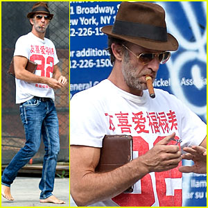 Thomas Jane Walks Barefoot, Clips Nails on NYC Sidewalk