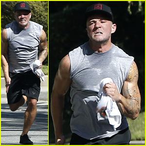 Ryan Phillippe Displays His Bulging Biceps on His Intense Run