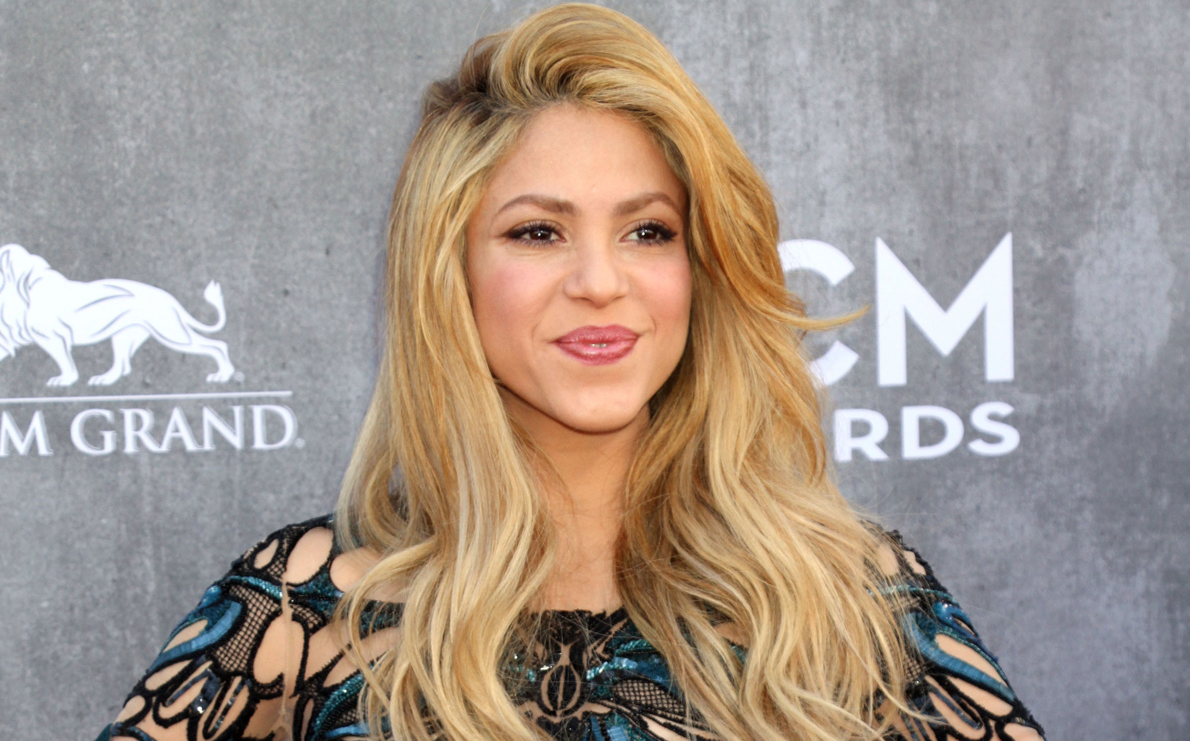 Shakira Displays Her Sculpted Abs In Post Baby Body Photo