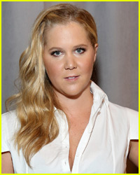 Amy Schumer Takes Jabs at Kardashians in 'SNL' Monologue