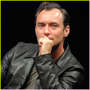 Jude Law Is Very Uncomfortable Filming 'The Young Pope' | Jude Law ...