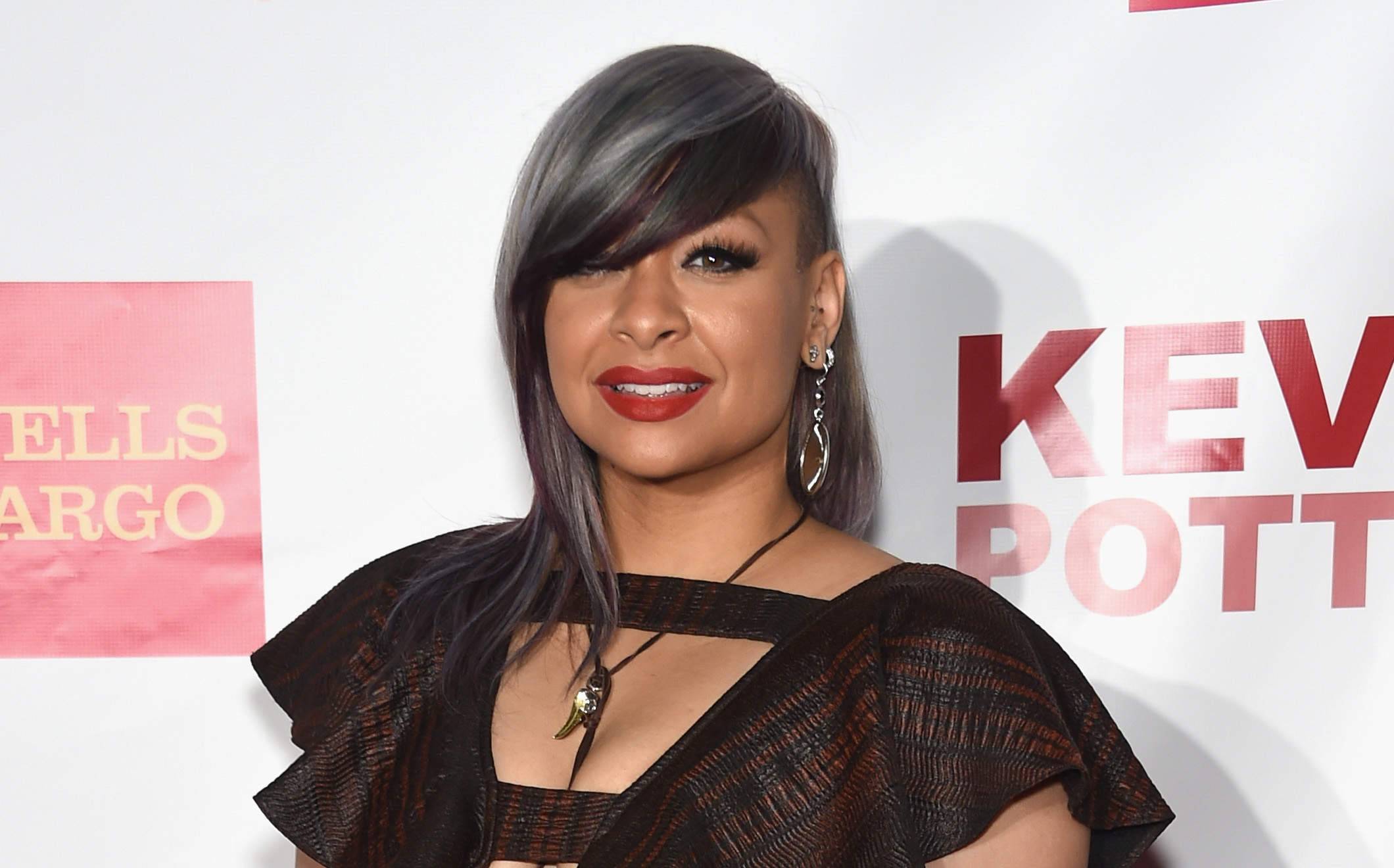 Photo of Raven-Symoné and her 2018 bohemian make up style, products & tips