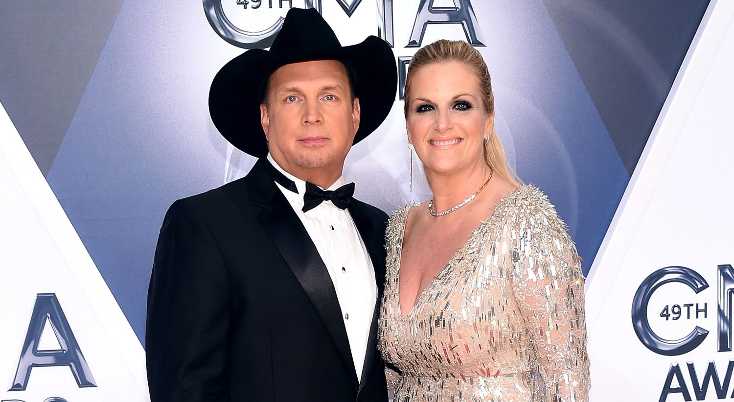 Garth Brooks Trisha Yearwood Couple Up At Cmas 2015