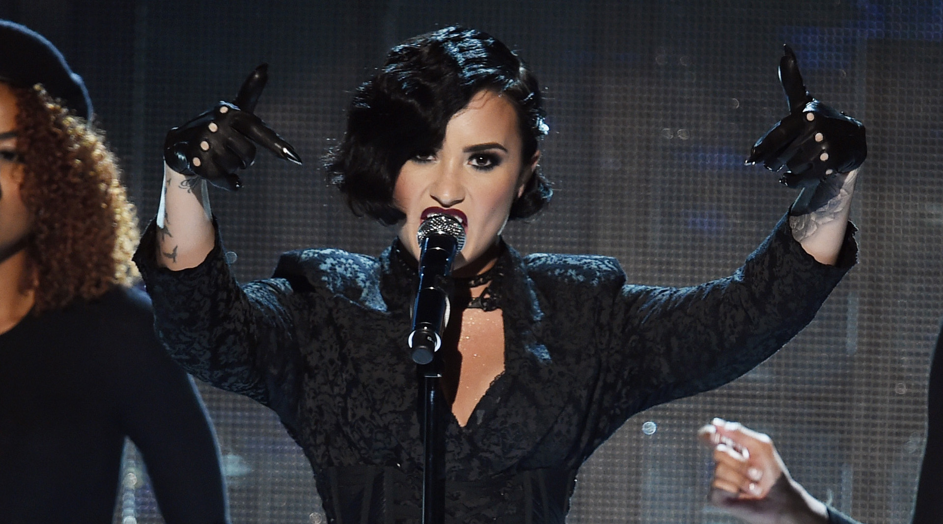 Demi Perf Lovatos Amas Confident Performance Video Watch American Music Awards