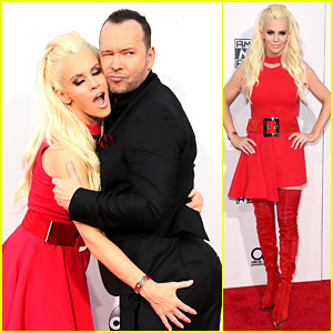 Jenny McCarthy Grabs Donnie Wahlberg's Butt at AMAs 2015