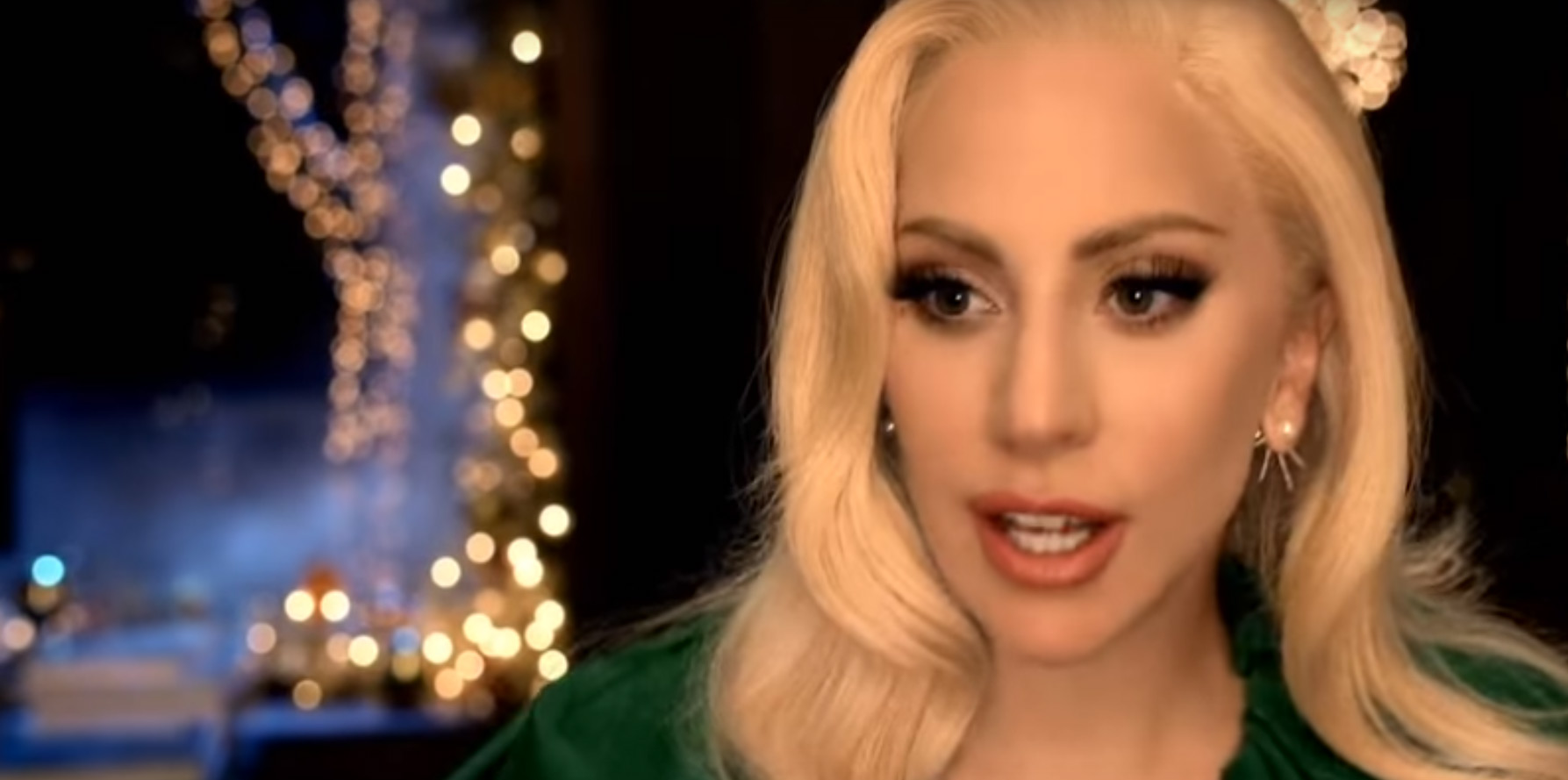 Lady Gaga & Tony Bennett Share Holiday Duet In Barnes & Noble ...