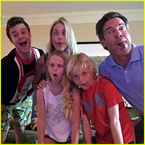 Dennis Quaid Spends Christmas in Hawaii with His Three Kids