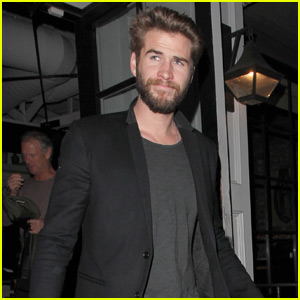 Liam Hemsworth Takes His Parents to Dinner in West Hollywood