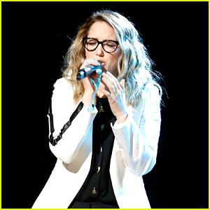 The Voice's Korin Bukowski Forgets Lyrics During Instant Save Performance