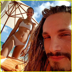 Zoe Saldana Shows Off Her Fit Bikini Body at the Beach!