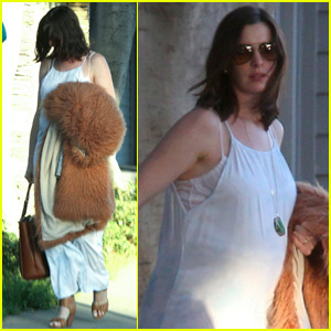 Anne Hathaway Heads Out After a Trip To The Gym