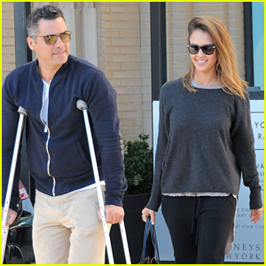 Jessica Alba Looks After Her Hubby Cash Warren's Torn Achilles
