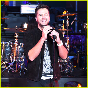 Luke Bryan Performs in Times Square on New Year's Eve (Video)