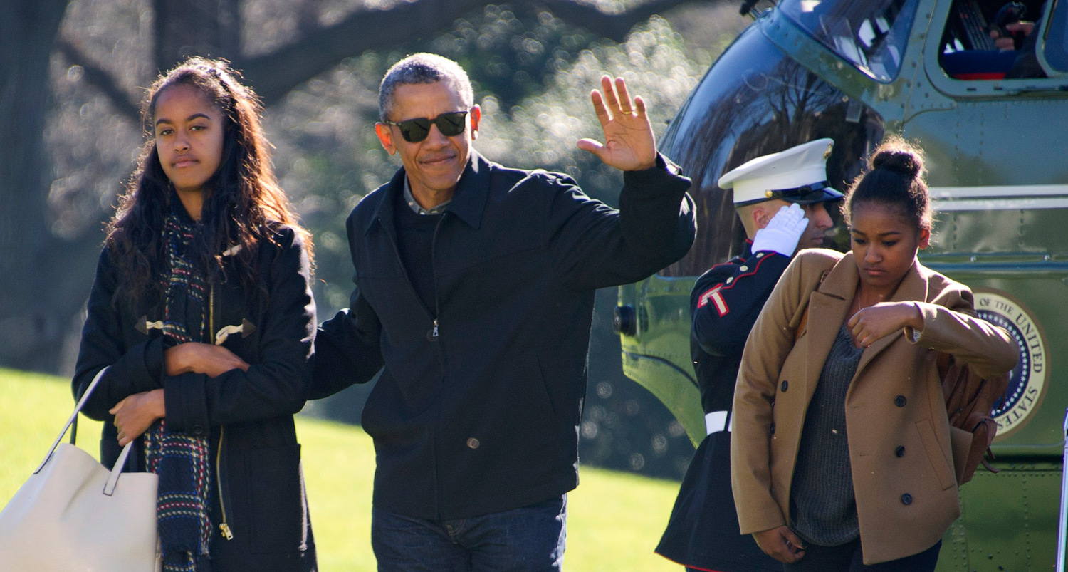 President Obama & Family Arrive Home from Holiday Vacation | Barack ...
