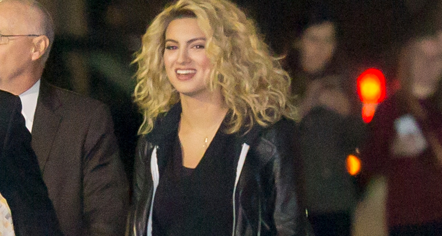 Tori Kelly Performs Funny For First Time On Jimmy Kimmel Live Watch Here Tori Kelly Just Jared