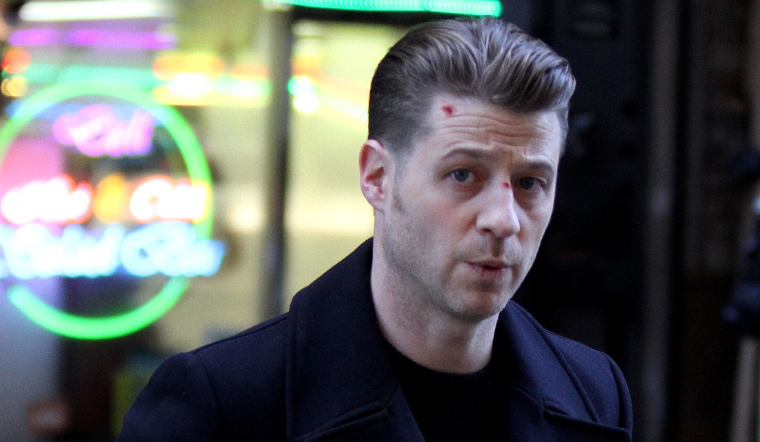 Ben Mckenzie Sports Bloody Face During Gotham Filming Benjamin