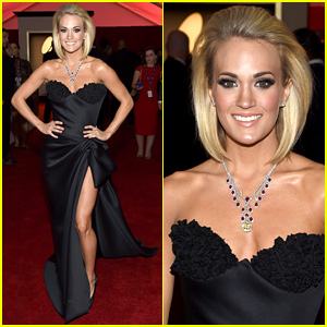 Carrie Underwood Shows Off Shorter Hair, Lots of Leg at Grammys 2016!