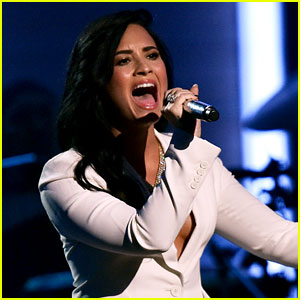 Demi Lovato Sings 'Hello' for Grammys' Lionel Richie Tribute!