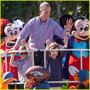 Peyton Manning & His Kids Ride Float at Disneyland Super Bowl 2016 Celebration Parade!