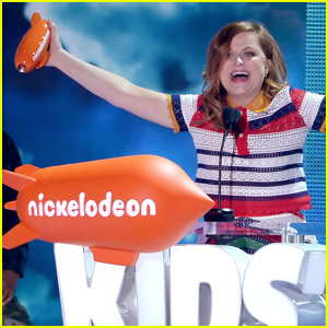 Amy Poehler Takes Home Favorite Voice Award at the Kids Choice Awards 2016