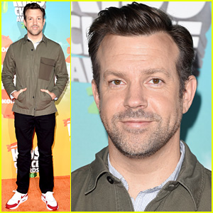Jason Sudeikis Makes Appearance on Kids' Choice Awards 2016 Orange Carpet