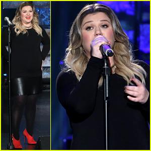 Kelly Clarkson Performs 'Piece by Piece' on 'Ellen' - Watch Now!