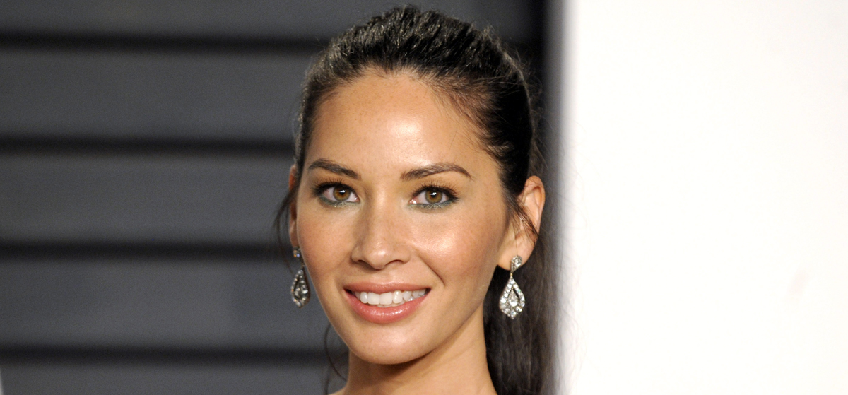 Christmas Office Party Cast.Olivia Munn In Talks To Join Office Christmas Party With