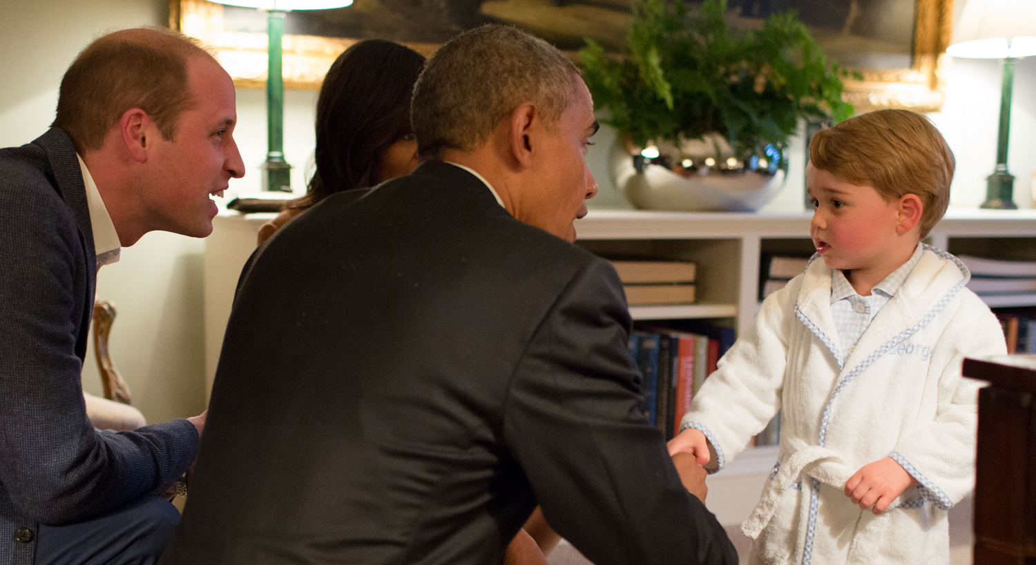This photo conquered the world: Prince George took Obama in his pajamas and robe