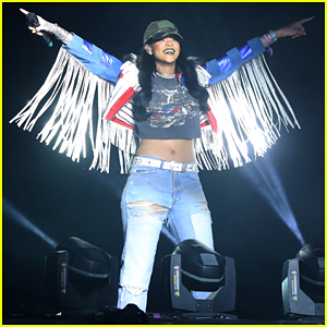 Rihanna Surprises with 'We Found Love' Performance At Calvin Harris' Coachella Set (Video)!