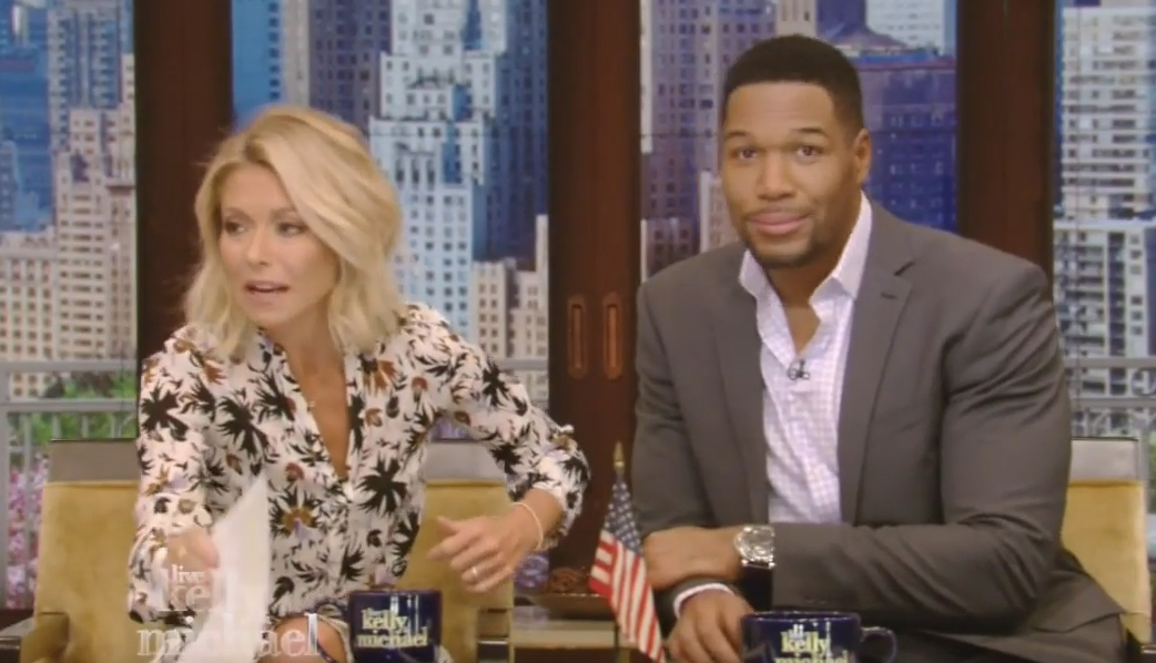 strahan sex chat New york — kelly ripa returned to her daytime talk show tuesday after time off to gather [her] thoughts in response to learning her co-host michael strahan is leaving, saying the incident had started a conversation about workplace respect.