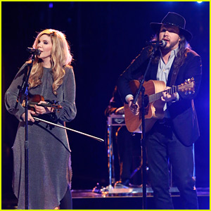 Adam Wakefield Performs with Alison Krauss on 'The Voice' Finale (Video)