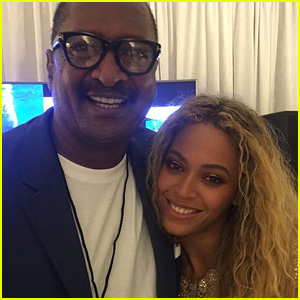 Beyonce Poses with Her Dad Mathew at 'Formation World Tour' Show