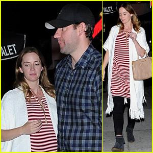 Pregnant Emily Blunt & John Krasinski Have a Dinner Date