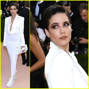 Halsey Wears 'Blade Runner' Inspired Look to Met Gala 2016