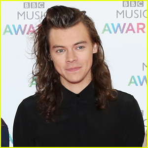 Harry Styles Offers First Glimpse of New Short Hair