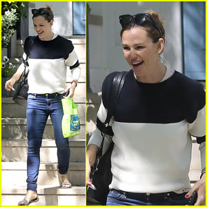 Jennifer Garner Flashes a Smile As She Steps Out in England!
