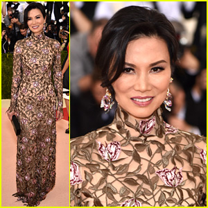 Demi Lovato Looks Fierce in Moschino at Met Gala 2016!