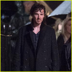 Benedict Cumberbatch Films Rainy Night Scene for 'Sherlock'  Benedict Cumberbatch