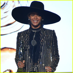 Beyonce Receives Fashion Icon Award at CFDA 2016