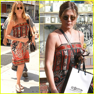Jennifer Aniston Rocks Cute & Casual Dress for NYC Outing