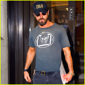 Justin Theroux Steps Out for Some Meetings in the Big Apple