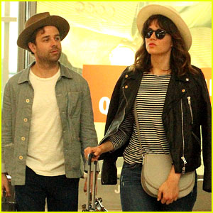 Mandy Moore Flies Home from Vacation with Boyfriend Taylor Goldsmith