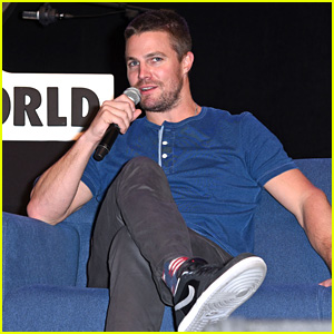 Stephen Amell Reveals More About CW Superhero Crossover!