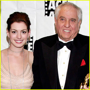 Anne Hathaway Writes Sweet Tribute to 'Princess Diaries' Director Garry Marshall