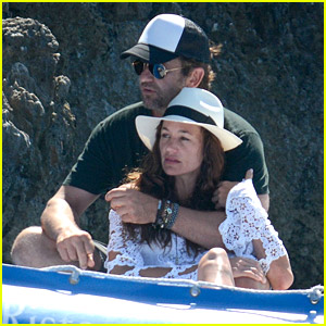 Gerard Butler & Girlfriend Morgan Brown Enjoy a Romantic Boat Ride in Italy